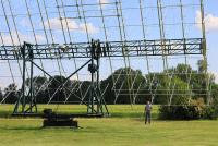 Die wohl größte von einem Funkamateur gebaute 70-cm-Antennengruppe der Welt; Foto: DL7YS